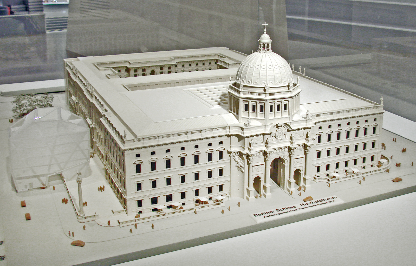 Architectural model of the new building for the Humboldt Forum.