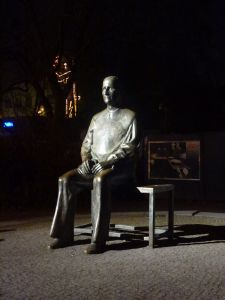 Brecht statue